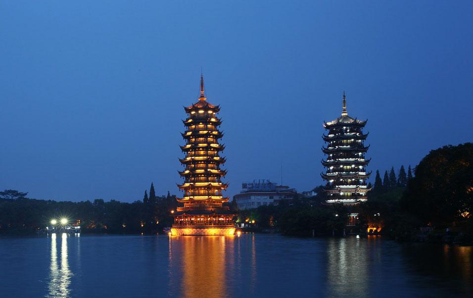 Pagoda Matahari dan Bulan